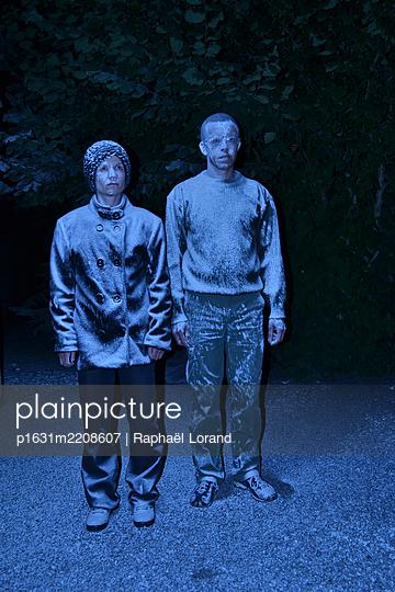 Man and woman - p1631m2208607 by Raphaël Lorand