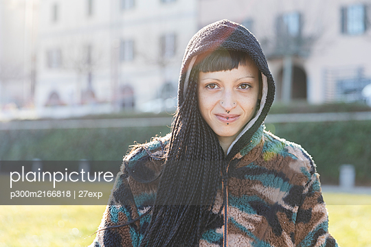 Portrait of smiling young woman with piercings and braids, Como, Italy - p300m2166818 by 27exp