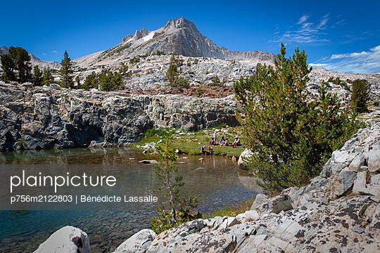 Hiker by the lake - p756m2122803 by Bénédicte Lassalle