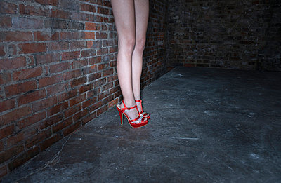 Woman with red high heels - p427m919219 by R. Mohr