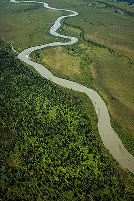 Mäandernder Fluss, Alaska, Luftaufnahme - p741m2168726 von Christof Mattes