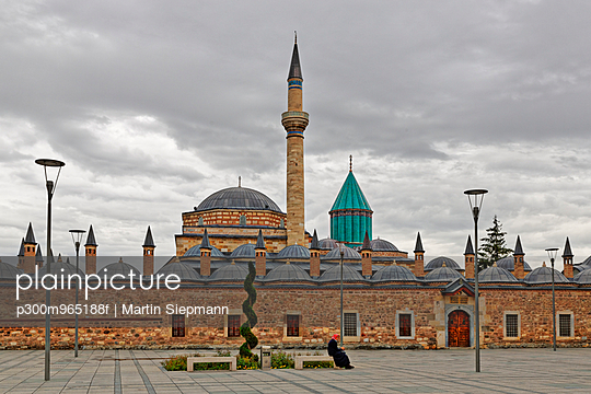Turkey, Anatolia, Central Anatolia, Konya, Mevlana Museum, Mevlana Muezesi with Rumi Mausoleum - p300m965188f by Martin Siepmann