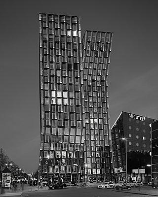 """Bürogebäude """"Tanzende Türme"""" - p1370m1445199 von Uwe Reicherter"""