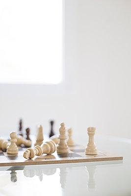 Chess game - p1682m2260731 by Régine Heintz