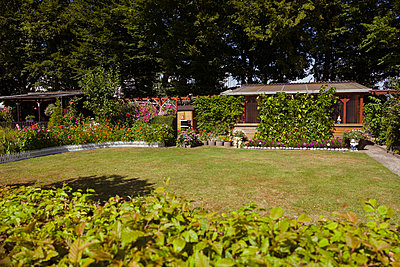 Schrebergarten mit großem Garten - p432m2005628 von mia takahara