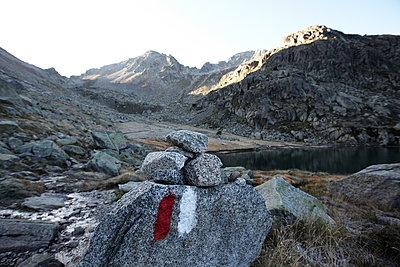 Wanderwegmarkierung, Rundweg Carros de Foc, Nationalpark Aigüestortes i Estany de Sant Maurici, Katalonien, Spanien - p1316m1160482 von Enno Kapitza