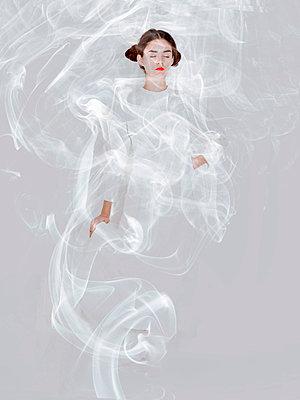 Im Rauch - p1413m2045773 von Pupa Neumann