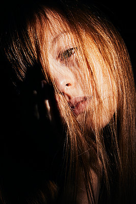 portrait on a black background of a long haired girl - p1540m2192313 by Marie Tercafs