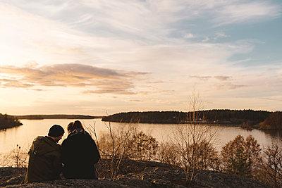 Couple at lake - p312m2139404 by Stina GrŠnfors