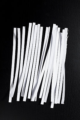 A heap of shredded paper - p1094m900207 by Patrick Strattner