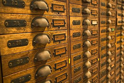 Altmodischer Aktenschrank - p4903348 von Tobias Thomassetti