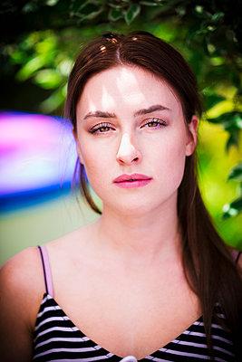Junge Frau - p1149m1590495 von Yvonne Röder
