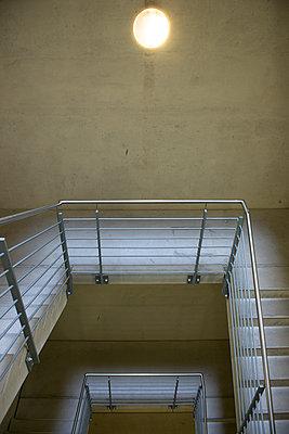 Treppen - p427m1072737 von R. Mohr