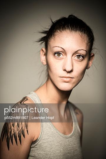 Portrait - p552m891907 by Leander Hopf