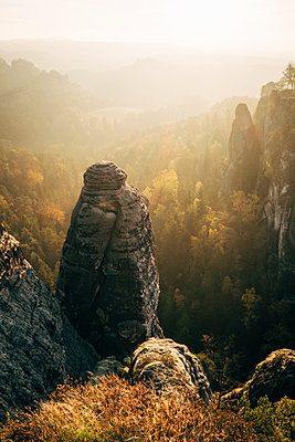 Elbsandstein Mountains at sunrise, Saxony - p1600m2184181 by Ole Spata