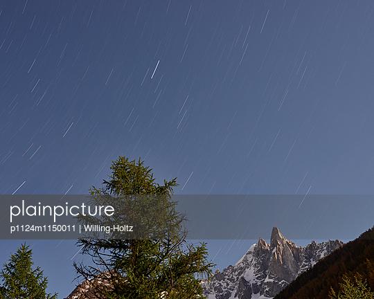 Berge mit Sternenhimmel - p1124m1150011 von Willing-Holtz