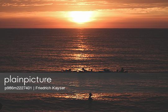 Philippines, Sunset in San Juan - p986m2227401 by Friedrich Kayser