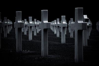 Amerikanischer Soldatenfriedhof am Omaha Beach - p415m822861 von Tanja Luther