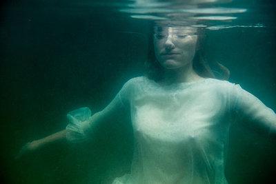 Under water - p427m944817 by Ralf Mohr