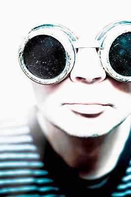 Man in steampunk goggles - p1228m1199991 by Benjamin Harte