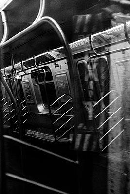 Subway train at twilight, New York City, USA - p758m2183901 by L. Ajtay
