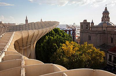 Blick auf die Altstadt von Sevilla - p781m2038052 von Angela Franke