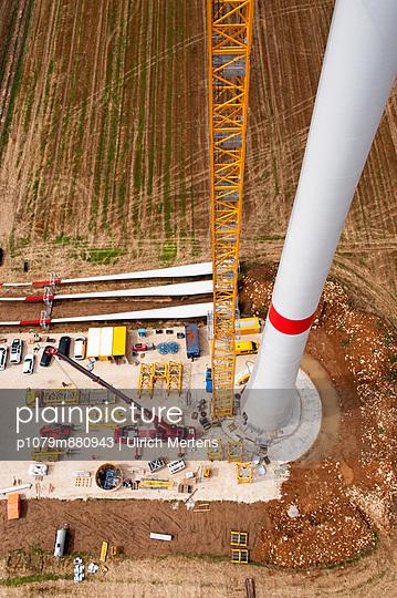 Aufbau eines Windrades - p1079m880943 von Ulrich Mertens