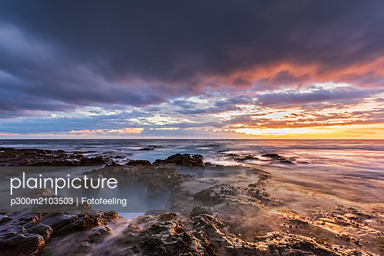 USA, Hawaii, Big Island, Kona, Pele's Well, Blowhole at aunset - p300m2103503 by Fotofeeling