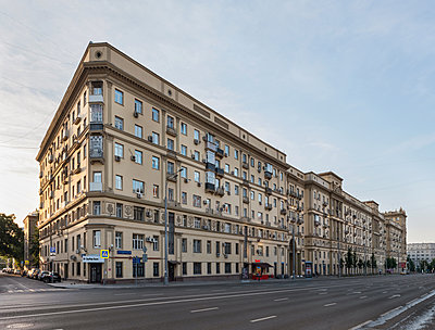 Corner house, downtown area, Moscow - p390m2172929 by Frank Herfort