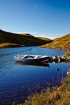 Boot in den Highlands - p1145m1590879 von Kerstin Lakeberg
