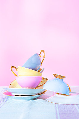 Cups - p1149m2291313 by Yvonne Röder