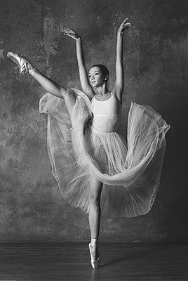 Ballerina - p1476m2026976 by Yulia Artemyeva