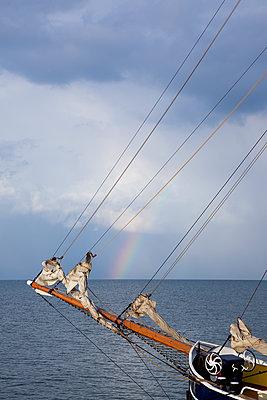 Segeltörn mit Regenbogen - p606m1481425 von Iris Friedrich