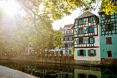 France, Strasbourg, half-timbered houses at river III at sunset - p300m1536201 by Kiko Jimenez
