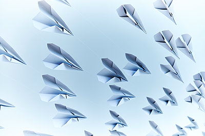 Paper planes - p851m1116263 by Lohfink