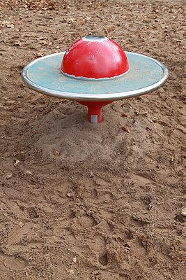 Spielplatz - p1040m777087 von Dorothee Hörstgen
