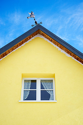 Gelbes Haus - p1312m1223675 von Axel Killian