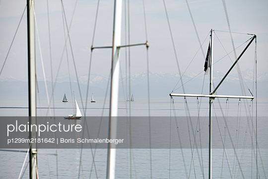 View of sailing boats on Lake Bodensee - p1299m2181642 by Boris Schmalenberger