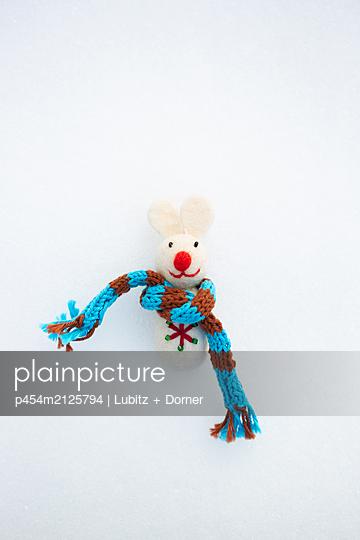 Winter mouse - p454m2125794 by Lubitz + Dorner