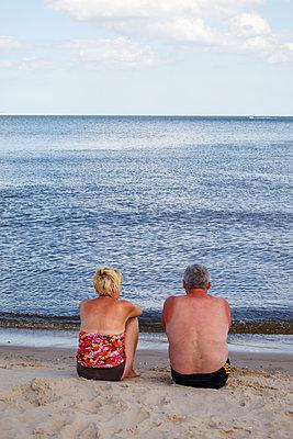 Paar am Strand - p1319m1511737 von Christian A. Werner