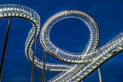 Tiger & Turtle Magic Mountain Duisburg - p401m2187904 von Frank Baquet