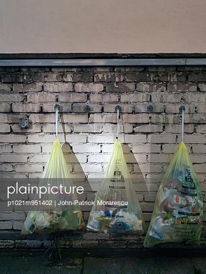 Garbage - p1021m951402 by John-Patrick Morarescu