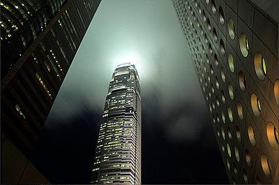 China, Hongkong, Wolkenkratzer - p2685204 von Christof Mattes
