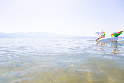 Chilling in the water - p454m2173506 by Lubitz + Dorner