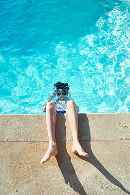 Diving at the edge of the pool  - p851m1214774 by Lohfink