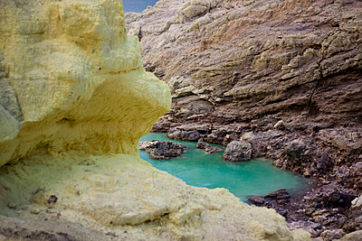 Crater lake at the Kawah Ijen Sulphur Mines in East Java - p934m1022329 by Dominic Blewett