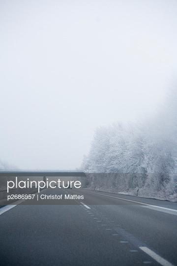 Autobahn im diffusen Licht - p2686957 von Christof Mattes