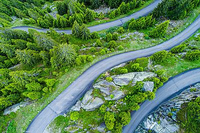 Switzerland, Canton of Uri, Goeschenen, Goescheneralp, Aerial view of mountain pass - p300m2004751 by Stefan Schurr
