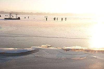 Ice skating on a frozen lake - p533m1215517 by Böhm Monika