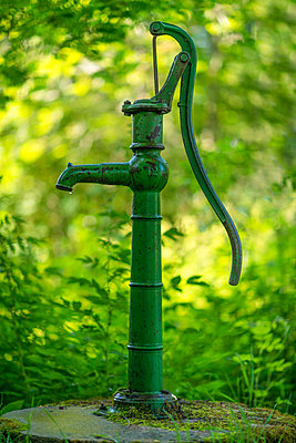 Old water pump - p1418m1572016 by Jan Håkan Dahlström